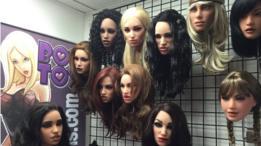 Rostos de bonecas disponíveis para os clientes escolherem a personalização