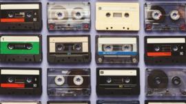 De los buscapersonas a los faxes: 5 objetos que quizás creíste obsoletos pero que todavía se siguen usando