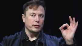 ¿Exagera Elon Musk el potencial de Neuralink, su tecnología para conectar el cerebro humano con una computadora?