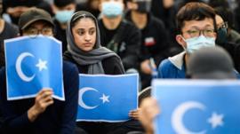 Llevar barba, velo o navegar por internet: los motivos por los que China detiene a uigures musulmanes