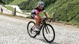 La triatleta austríaca que fue secuestrada cuando entrenaba y logró convencer a su captor de que la dejara en libertad