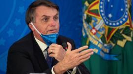 Coronavírus: Bolsonaro recua e revoga autorização para suspender salários por 4 meses