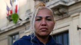 Cómo más de un centenar de latinoamericanos terminó en las calles de un suburbio de París