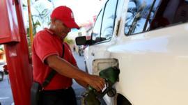 Qué hay detrás del aumento de la producción petrolera en Venezuela tras años de fuertes caídas