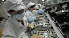 Por qué la fábrica de iPhone en China empezó a producir mascarillas contra el coronavirus