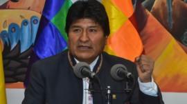 Votos de bolivianos na Argentina e no Brasil garantem controversa reeleição de Evo Morales