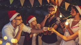 5 consejos que te ayudarán a beber con moderación durante las fiestas