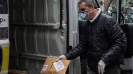 Qué están haciendo Amazon, eBay y las grandes tiendas online para evitar la especulación de precios por la pandemia del coronavirus