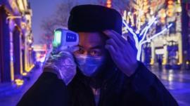 China informa de un aumento pronunciado de casos y muertes por el coronavirus