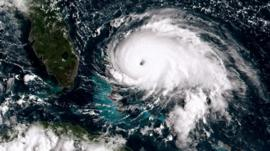 Huracán Dorian: la tormenta de categoría 5 golpea con dureza y toca tierra en la isla de Gran Bahama mientras la costa este de Florida se mantiene en alerta
