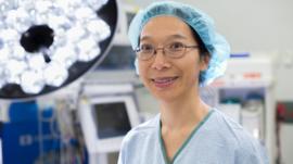 Los médicos que enfrentan racismo en su lucha en la primera línea contra el coronavirus