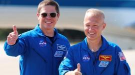 Quiénes son los 2 astronautas que viajan en la histórica misión de SpaceX y la NASA a bordo de la Crew Dragon