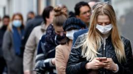 Por qué los nuevos brotes de covid-19 son inevitables y cómo pueden ayudarnos a evitar una segunda ola de contagios