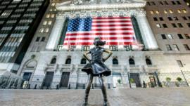 V, U, o W: los 3 escenarios posibles para la recuperación de la economía tras la pandemia de covid-19