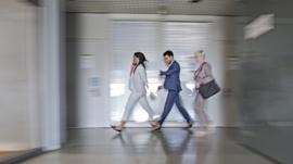 Por que andar devagar pode ser sinal de envelhecimento rápido