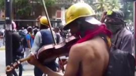 Violinist Wuilly Arteaga playing the Venezuelan national anthem amid the protests