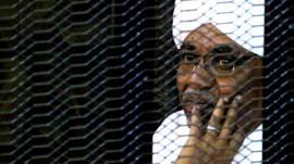 هل يجب أن يحاكم البشير داخل السودان أم خارجه؟