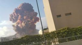 O que se sabe sobre a megaexplosão que lançou 'nuvem cogumelo' no céu de Beirute; veja imagens