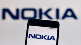 Cómo las históricas Nokia y Ericsson rivalizan con Huawei pese a no competir por el mercado de los celulares