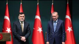 هل يخوض أردوغان مغامرة في ليبيا وقودها السوريون؟