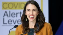 Cómo Nueva Zelanda llegó a dar por eliminado el coronavirus y levantar las restricciones (y qué papel jugó Jacinda Ardern)