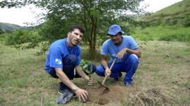Walcimar and Ignacio planting trees