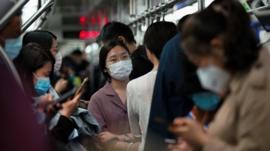 Cómo está siendo el regreso de China al trabajo después de la cuarentena por coronavirus y qué cosas han cambiado