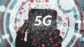 Illustration of a mobile silhouette and the letters 5G