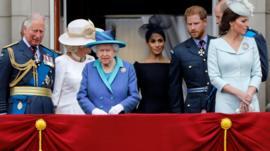 Quiénes son los miembros sénior de la Casa Real británica y qué funciones tienen Harry y Meghan