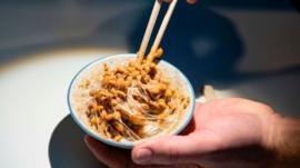 Natto, o superalimento japonês que parece muco e cheira mal