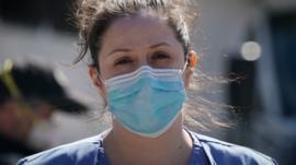 La escasez de equipos médicos cruciales en el país más rico del mundo (y la