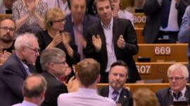 Alyn Smith receives a standing ovation in the European Parliament