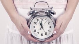 El polémico tratamiento con el que se pretende retrasar la menopausia hasta 20 años