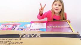 """¿Es bueno que los niños vean videos de """"unboxing""""?"""