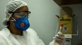 Cómo la explosión en la cifra de muertos en Ecuador por coronavirus puede ser reflejo de lo que está pasando en otros países de América Latina