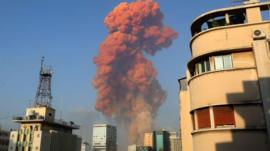 Al menos 135 muertos y más de 4.000 heridos por una fuerte explosión en el puerto de Beirut que deja