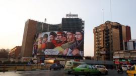 """أحد الميادين بشارع """"ولي عصر""""بالعاصمة الإيرانية طهران بعد انتهاء الاحتجاجات الأخيرة المناوئة للنظام وسياساته."""