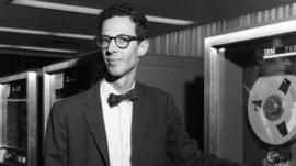 Quién era Fernando Corbató, el informático al que debes agradecer por algo que usas todos los días