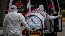 México supera las 20.000 muertes por coronavirus: los gráficos del gobierno que muestran cómo los contagios superaron sus proyecciones