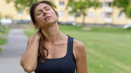 Por qué el 70% de la población sufre en algún momento de su vida dolor de cuello