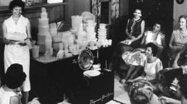 El secreto de Tupperware para seguir ganando millones de dólares con los envases para comida que inventó hace 70 años