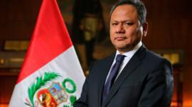 """""""Mi error fue haberme enamorado"""": el ministro de Defensa peruano que renunció tras ascender a su actual pareja"""