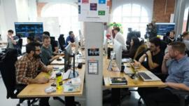 كيف نتفادى تشتت الانتباه في بيئات العمل الحديثة؟