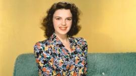 Drogas, trastornos alimenticios e intentos de suicidio: cómo la trágica vida de Judy Garland la convirtió en un ícono gay