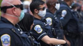 Qué piensan los policías de Estados Unidos de los manifestantes contra el racismo y los abusos