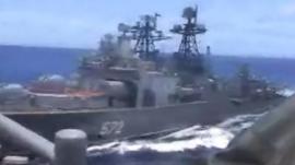 El momento en que un crucero de misiles de Estados Unidos y un destructor ruso casi colisionan en el Pacífico