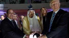 الرئيس الأمريكي مع الملك السعودي والرئيس المصري