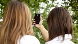 El preocupante número de adolescentes engañadas para tomarse imágenes sexuales que terminan en sitios de pornografía infantil
