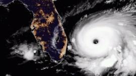 Por qué el huracán Dorian se mueve más despacio que una persona (y qué implica para Bahamas y Florida)