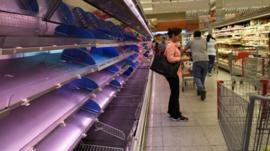 4 razones que explican la crisis económica que llevó a Lenín Moreno a decretar el